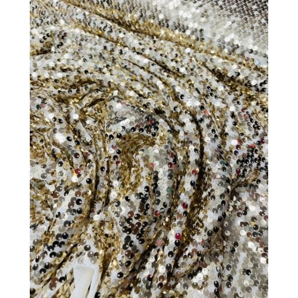 Medžiaga su žvyneliais auksinias