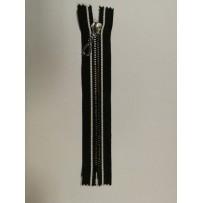 Užtrauktukas  neatsegamas dekoratyvinis juodas su sidabriniais dantukais 16cm